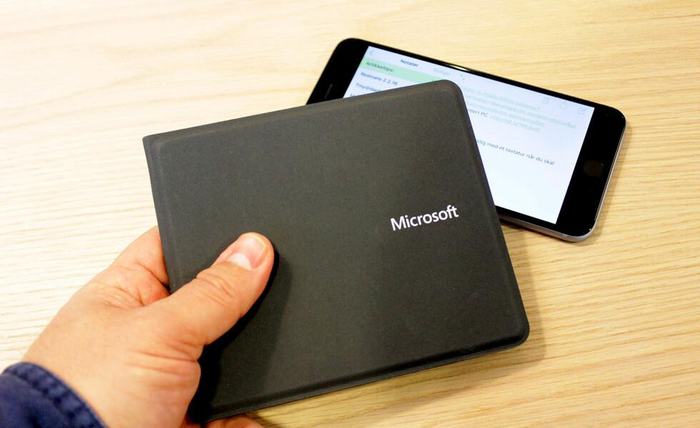 HENDIG: Tastaturet tar ikke større plass en en litt stor lommebok. Foto: BJØRN EIRIK LOFTÅS
