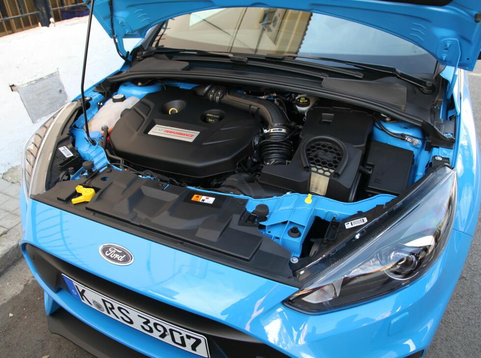 HJERTET: Den nye 2,3-liters motoren er kjent fra Mustang og imponerer enormt. Særlig bra er det hvor godt lydtunet den er blitt.  Foto: KNUT ARNE MARCUSSEN