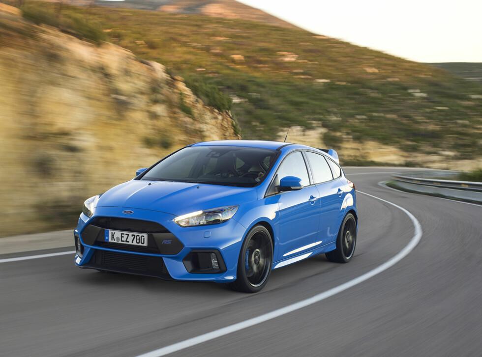 SIKTER HØYT: Fords nye Focus RS skal danke ut konkurrentene med avansert teknologi og fiffige innretninger.  Foto: FORD