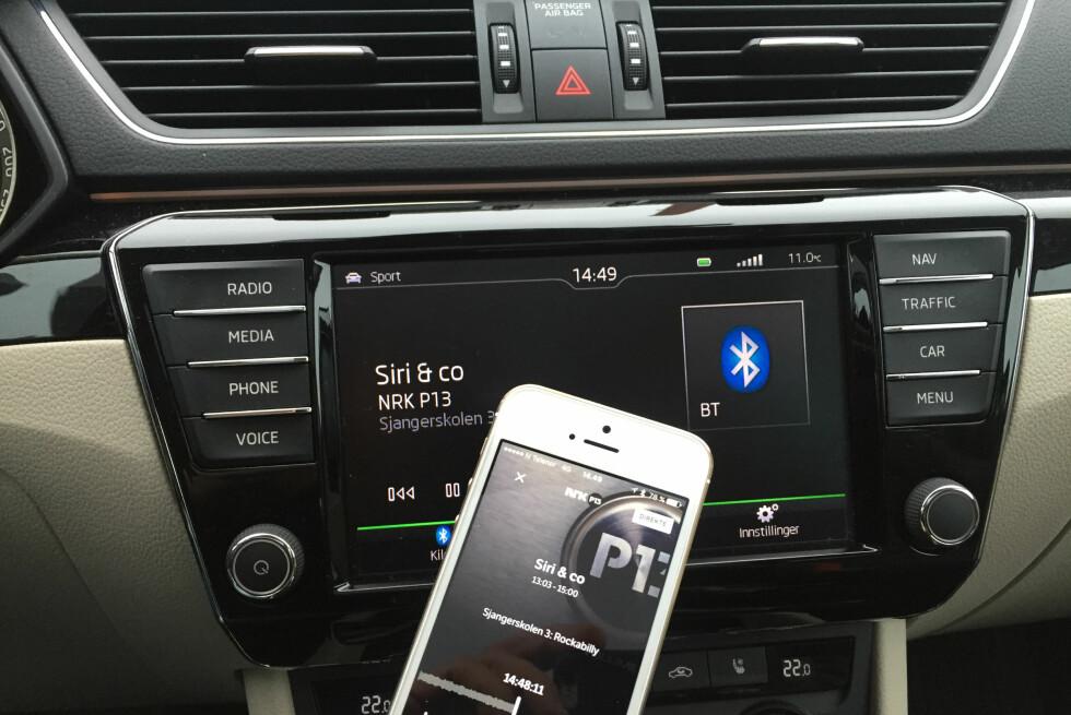 NETTRADIO FOR DAB+: De fleste nyere bilradioer har i dag Bluetooth. Dermed kan du streame nettradio fra mobilen din. Foto: RUNE NESHEIM