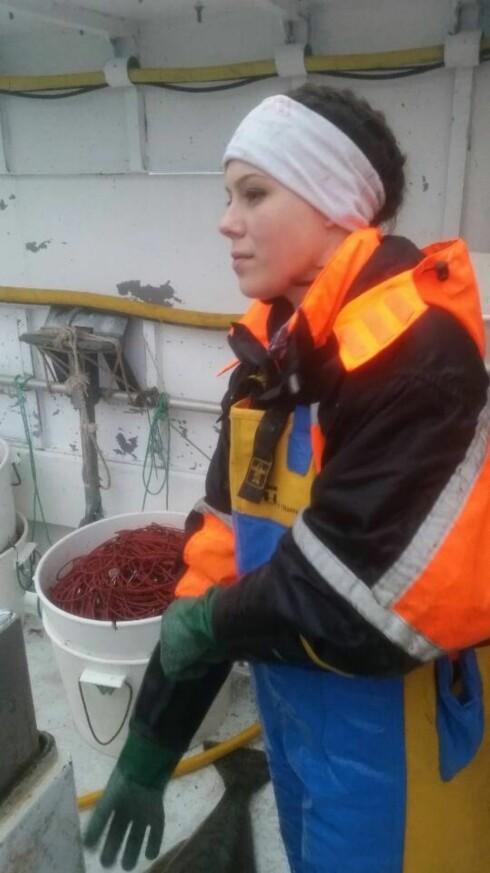 PRØVER LYKKEN VIA SOSIALE MEDIER: Å jobbe på fiskebåt ga mersmak for Christina Andersen. Foto: PRIVAT