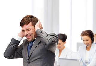7 av 10 plages av støy på kontoret