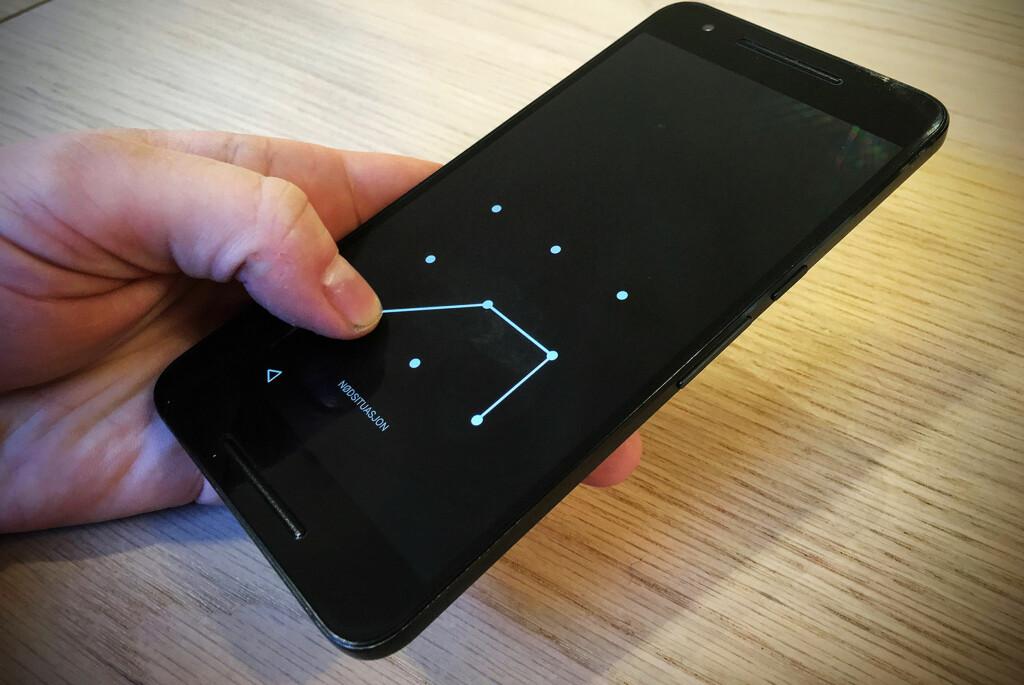 <strong>LÅS DEN!</strong> Så mye som én av tre Android-brukere låser ikke telefonen sin. Dermed er all data tilgjengelig for den som måtte få kloa i den. Foto: PÅL JOAKIM OLSEN
