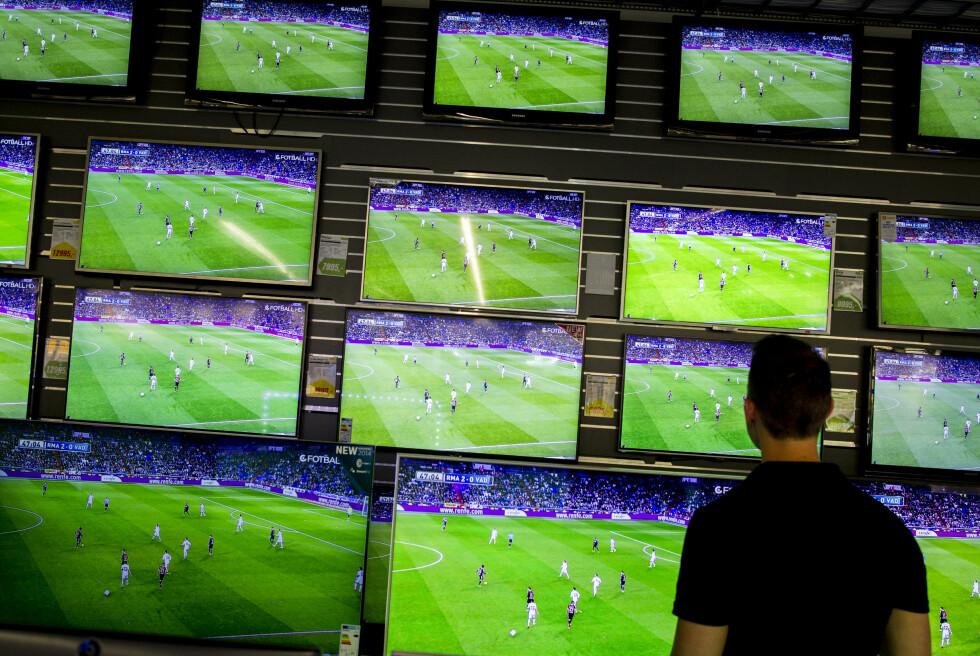 FORVIRRENDE: Med det enorme butikkutvalget kan det være vanskelig å velge riktig TV-modell. Foto: NTB SCANPIX