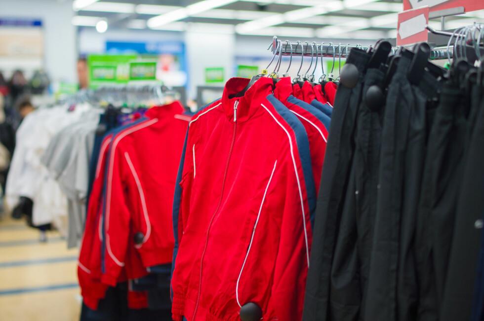 MÅ DU HA DET? Må du egentlig ha en jakke og en bukse til hvert formål? Til trening, til fritid, til villmark, til hverdags og til hytta? Du kan sikkert bruke en treningsjakke til hverdags selv om den kalles treningsjakke? Foto: ALEPH STUDIO/SHUTTERSTOCK/NTB SCANPIX