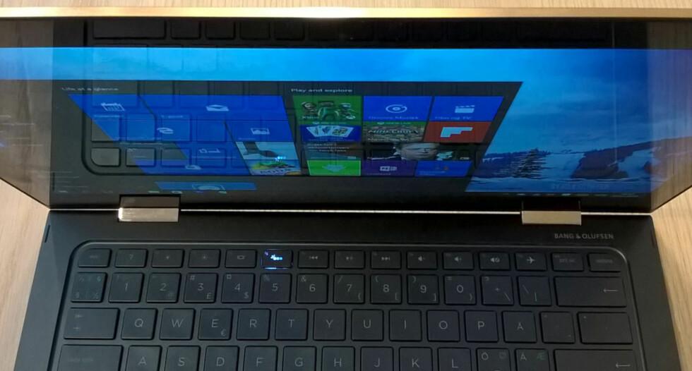 Innsynsvinkelen er fin fra alle vinkler, takket være det gode IPS-panelet fra LG Display. Foto: BJØRN EIRIK LOFTÅS