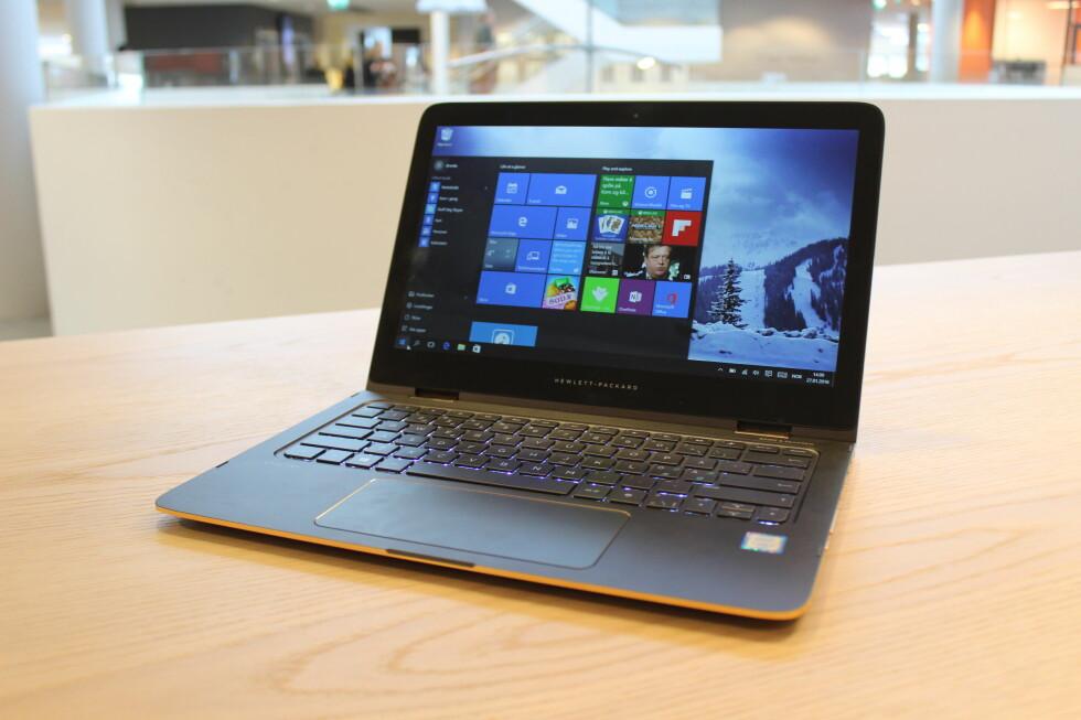 LEKKERBISKEN: HP Spectre X360 har kommet i oppgradert utgave. Den er fortsatt blant de lekreste og beste hybrid-PC-ene vi har testet, men vi savner en USB-C-port. Foto: BJØRN EIRIK LOFTÅS
