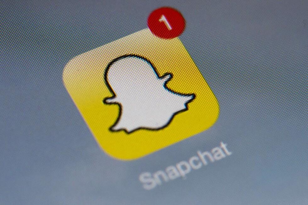 VIL BLI BEDRE PÅ CHAT: Tester ut meldingsfunksjoner som minner om Facebook Messenger.  Foto: AFP PHOTO / LIONEL BONAVENTURE