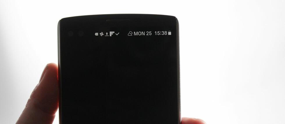ALLTID PÅ: LG V10 har en ekstra skjerm på toppen som alltid er tent –om du vil, selvsagt. Foto: PÅL JOAKIM OLSEN