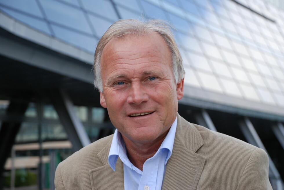 VANSKELIG: Informasjonssjef Per Aril Meling i Telenor sier de har filtre i nettet sitt, men sliter med forfalskede nummer. Foto: TELENOR