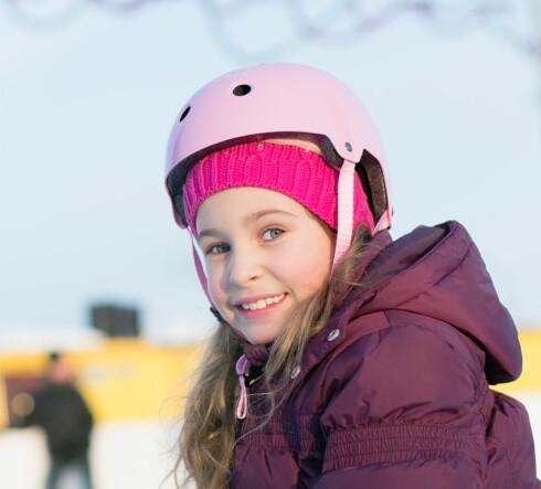 PASS PÅ AT DEN SITTER GODT! En dårlig isolert hjelm kan brukes også om vinteren, og du kan da bruke en lue eller buff under - men pass på at den sitter godt! Foto: PAVEL L PHOTO AND VIDEO/SHUTTERSTOCK/NTB SCANPIX