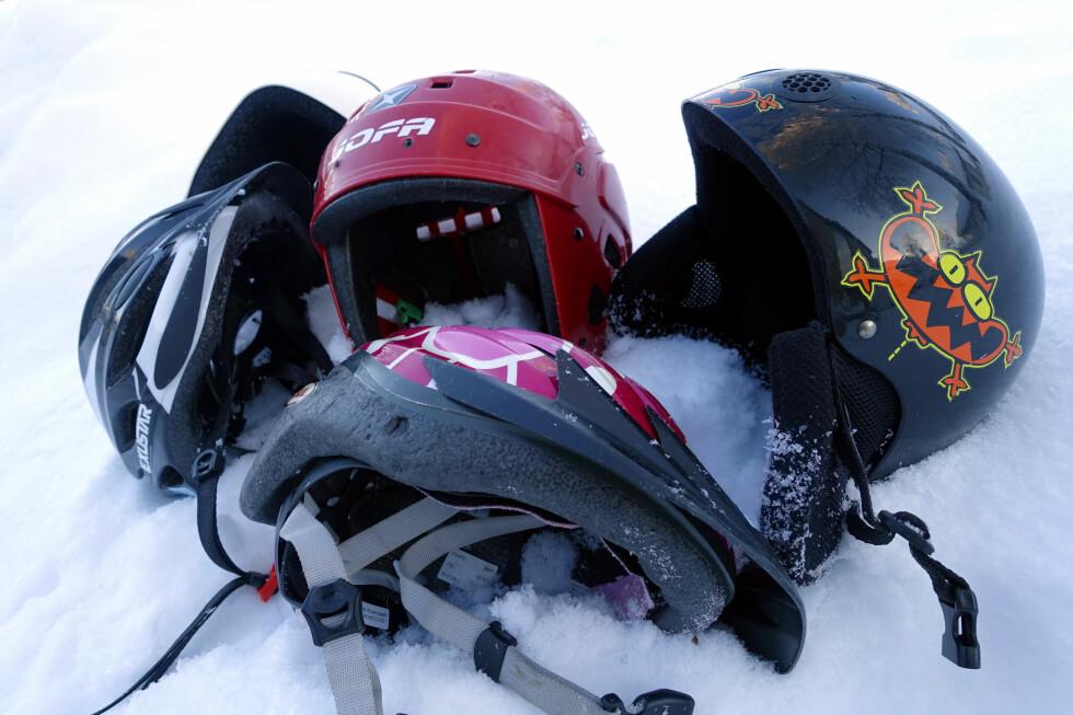 EN HJELM TIL HVERT BRUK? Det kan bli mange hjelmer om du skal ha en til hvert bruk. Det trenger du heller ikke. Men pass på hvilken du bruker til hva! Foto: KRISTIN SØRDAL