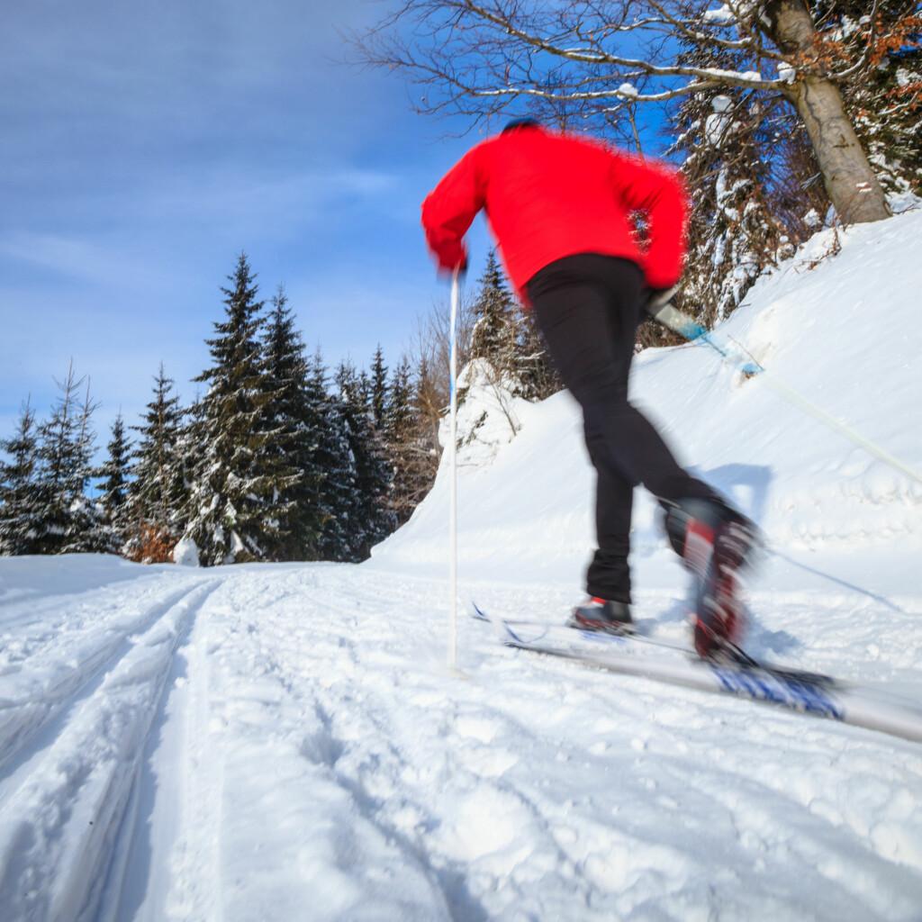 DU BØR LIKNE PÅ TIDLIGERE EIER: Skal de brukte skiene passe, bør du likne litt på tidligere eier. Det bør være en likhet i vekt og høyde for at skiene skal passe. Foto: LIGHTPOET/SHUTTERSTOCK/NTB SCANPIX