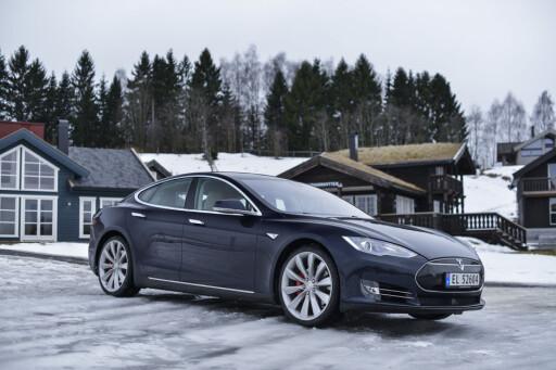 PRISHOPP I FJOR: Tesla vil ikke si om de øker prisene igjen. Men i fjor var Model S blant bilene som gikk mest opp i pris. Foto: JAMIESON POTHECARY