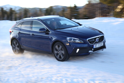 RAMLER: Volvo V40 går tilbake fra 3394 nyregistreringer i 2014 til 1797 i 2015 og sørger alene for at Volvo mister 1,16 prosentpoeng markedsandel. Foto: RUNE M. NESHEIM