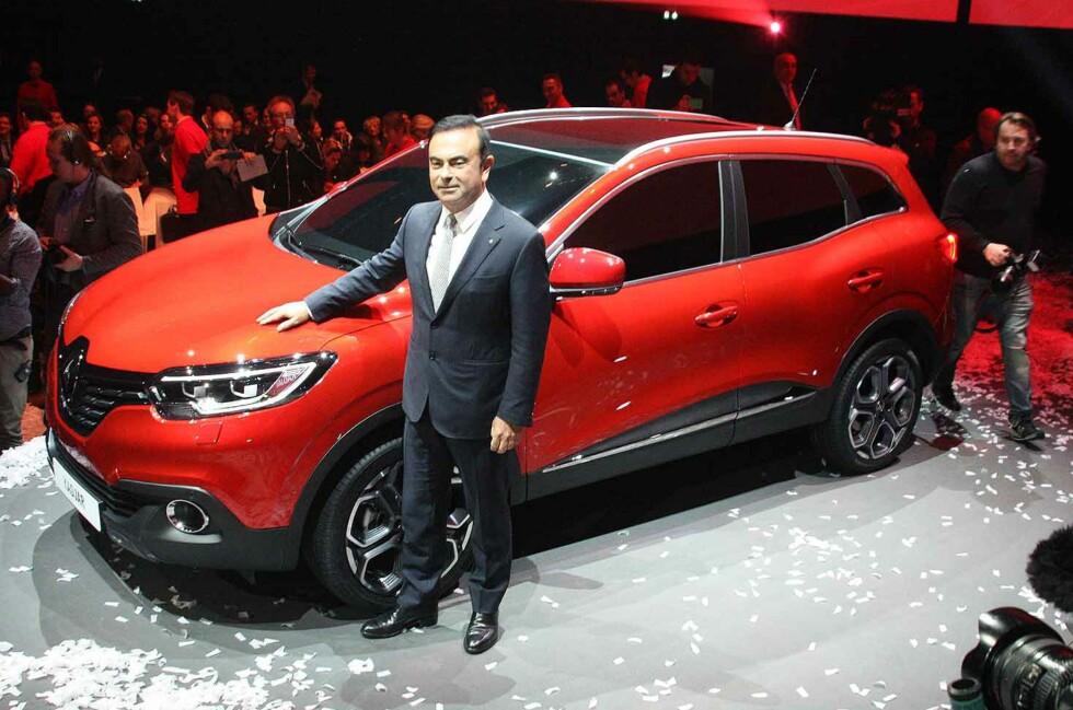 I HARDT VÆR: Den franske storprodusenten Renault fikk merke markedets nervøsitet etter flere politirazziaer forleden dag. Nå er de imidlertid frikjent for juks av franske myndigheter. Men utslippene er for høye. På bildet ser vi toppsjefen for Renault/Nissan, Carlos Ghosn under lanseringen av den nye SUV-en Renault Kadjar. Foto: KNUT MOBERG