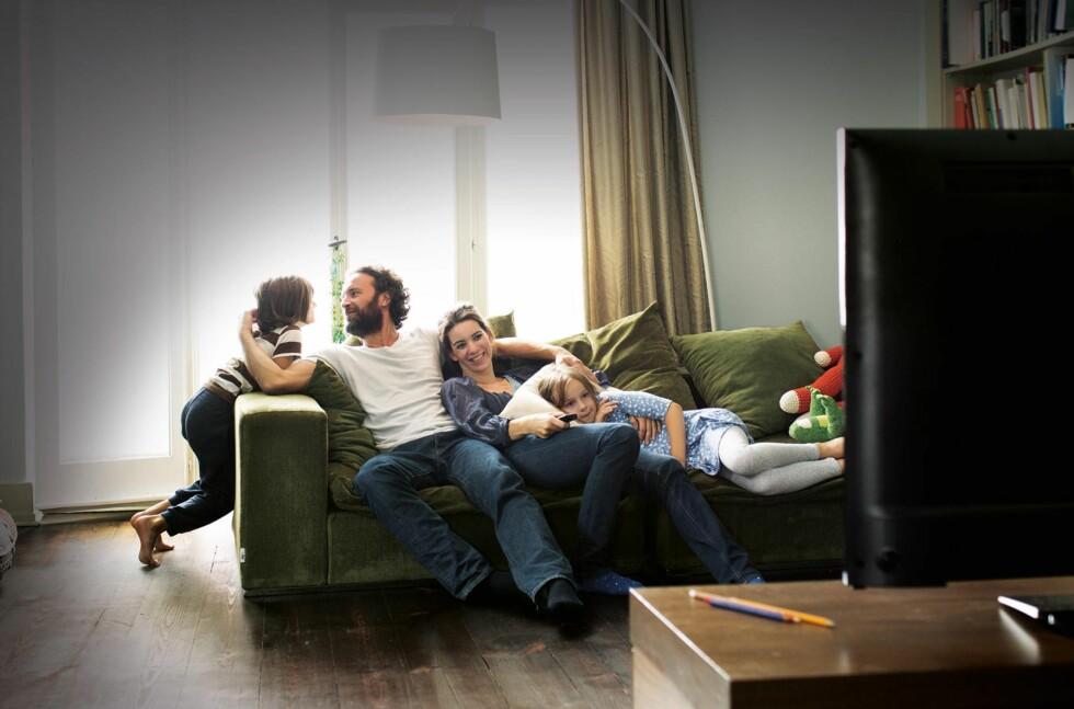 PÅ TV: Er du blant dem som ser Netflix på PC, nettbrett eller mobil, finnes det gode muligheter for å få bildet over på den store skjermen. Foto: NETFLIX