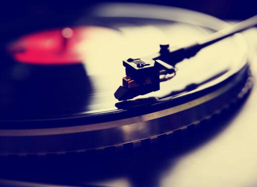 ØKER MEST: Vinyl forsvant egentlig aldri, og er nå tilbake for fullt hos både unge og gamle. Foto: SHUTTERSTOCK/ANNETTE SHAFF/NTB SCANPIX