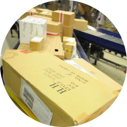 EN RISIKO: Sender du pakka i posten kan du risikere at noe går galt, men det er ikke nødvendigvis ditt ansvar.  Foto: POSTEN