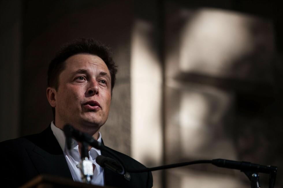 DELER VILLIG: Elon Musk snakker villig vekk om visjonene bak det han driver med.  Foto: NTB Scanpix, AFP