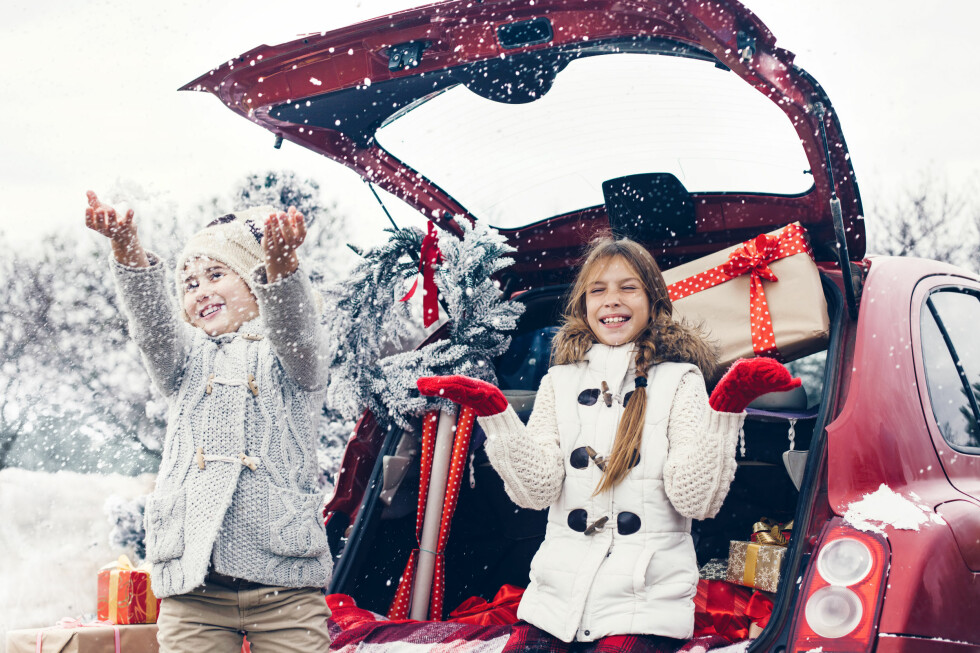PAKKE FOR PAKK: Julegleden kan bli ødelagt om pakkene ligger synlige i bilen. I fjor utbetalte forsikringsselskapene 80 millioner kroner etter bil-innbrudd. Foto: NTB / SCANPIX