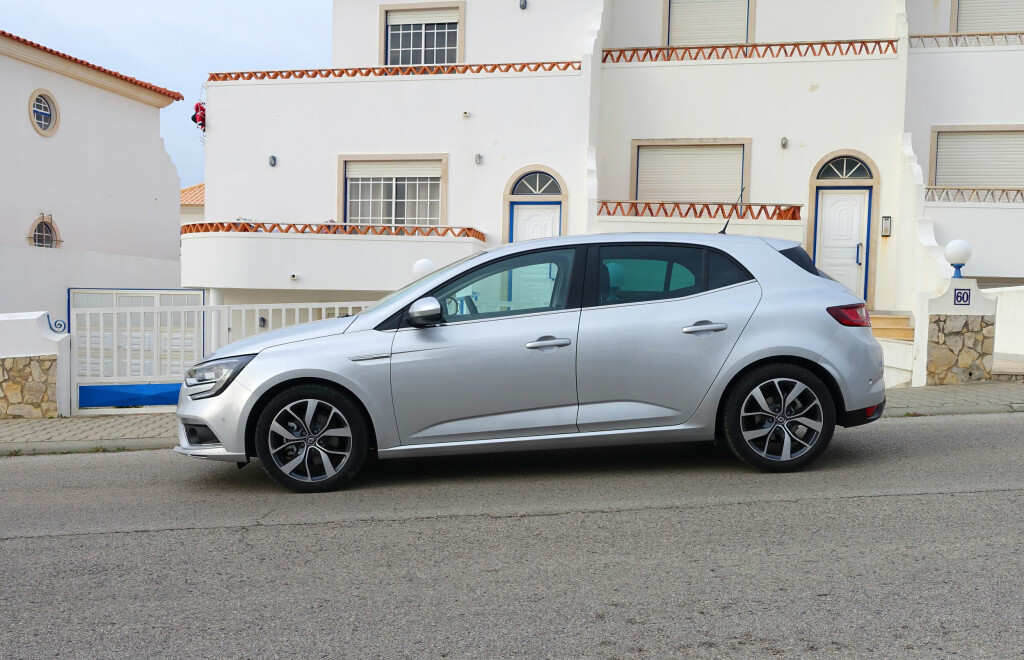 LENGRE ENN FØR: Med sine 436 centimeter i lengden er Mégane lengre enn VW Golf, men kortere enn Ford Focus.               Foto: KNUT MOBERG