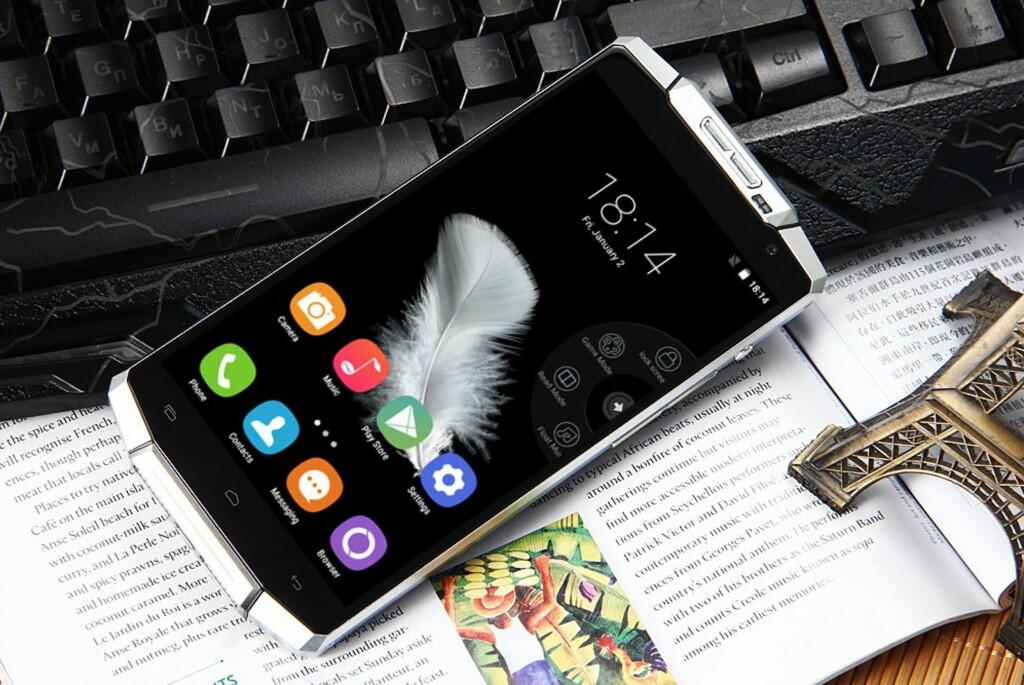 <B>SEIGLIVET</B>: Hvis den kinesiske produsenten snakker sant, er det ikke mange mobiler som har mer seiglivet batteri enn denne. Foto: PRODUSENTEN