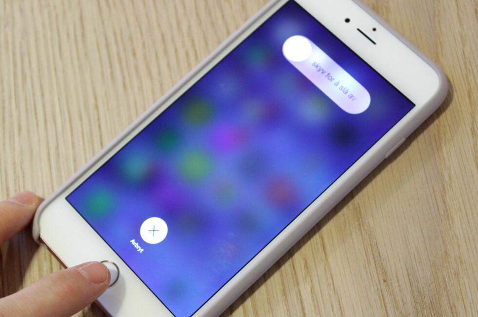 TØMME ARBEIDSMINNET: Noen har funnet ut hvordan man kan tømme arbeidsminnet på iPhone uten å starte telefonen på nytt. Det skal visstnok gjøre telefonen kjappere. Foto: KIRSTI ØSTVANG