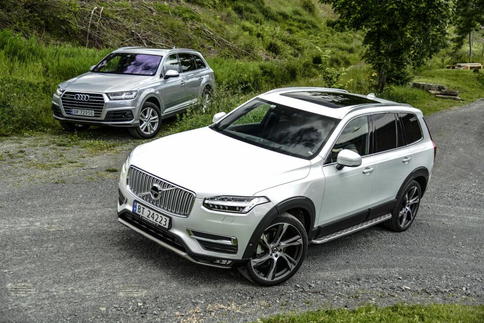 EN VINNER: Volvo XC90, i forgrunnen, fikk pris av Wards, mens Audi (Q7 i bakgrunnen), var diskvalifisert på grunn av dieseljukset. Foto: Jamieson Pothecary