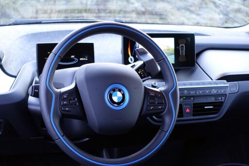LEKKERT: Intressante materialvalg og spennende interiørdesign i blanding med BMWs ordinære knotter gir et smakfult inntrykk.  Foto: JAMIESON POTHECARY