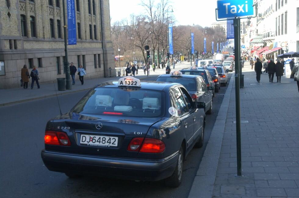 NEDGANG:  Taxinæringen sliter med å holde tritt om Uber gjøres helt lovlig. Mange mener de henger etter på utviklingen.  Foto: NTB SCANPIX
