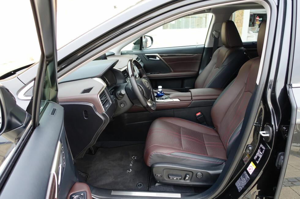 GODE SETER: Vi satt godt i RX-en. På Luxury-versjonen kan sitteputen justeres i lengden. Foto: KNUT MOBERG