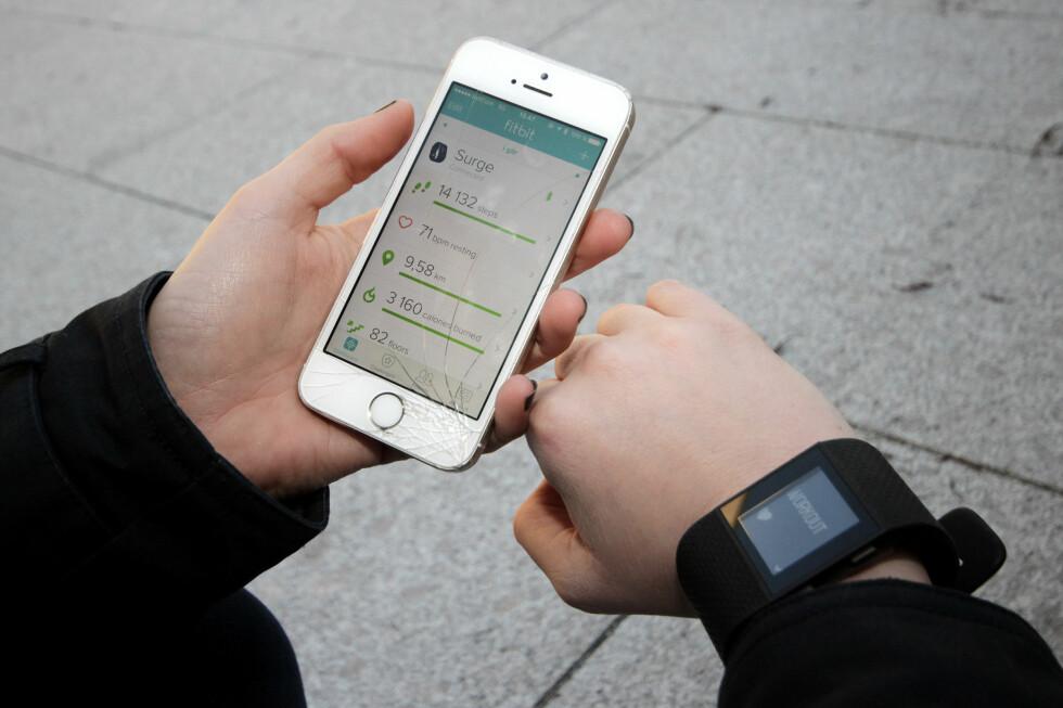 OVERSIKTLIG:  Fitbit-appen er oversiktlig og motiverende, men vi tror ikke helt på skrittene den registrerer. Foto: OLE PETTER BAUGERØD STOKKE