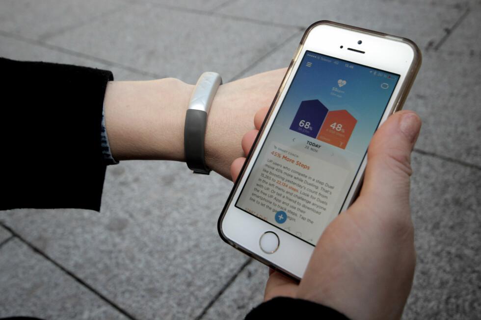 <strong><b>UP-APP:</strong></b> Appen til Jawbone UP3 er oversiktlig og motiverende, men behovet for å bruke appen er litt for stort for dette aktivitetsarmbåndet. Foto: OLE PETTER BAUGERØD STOKKE