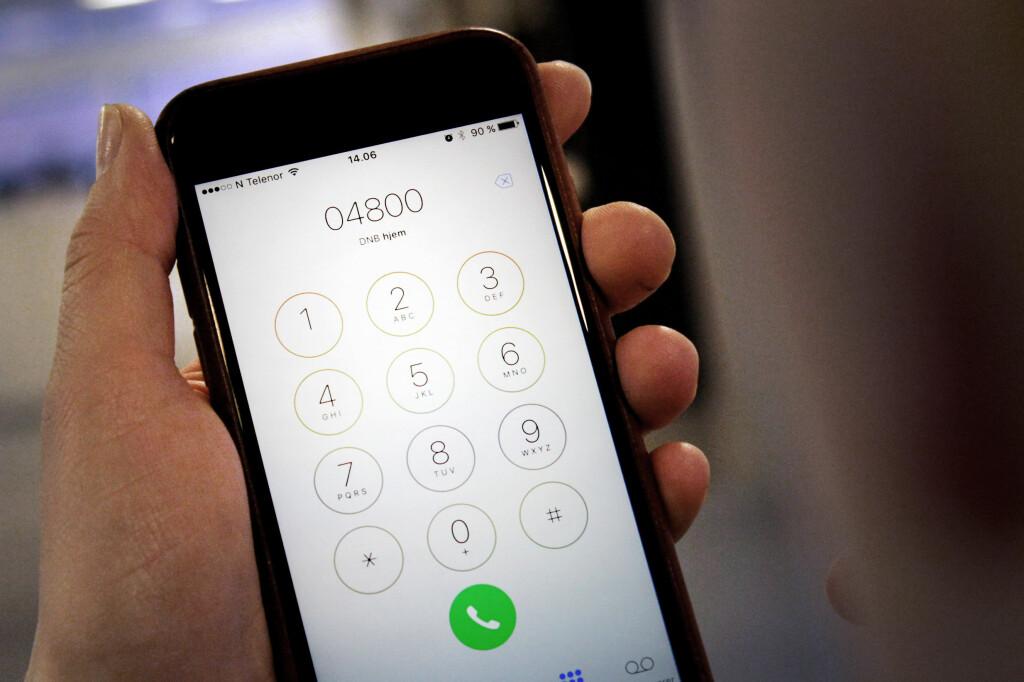 <b>MÅ BRUKE DETTE: </B>For eksempel DNB oppgir et åttesifret nummer du kan ringe fra utlandet, i stedet for det femsifrede nummeret. Men Telenor og andre operatører med samme nett sperrer disse numrene, som kunne spart kunder for mye penger. Foto: OLE PETTER BAUGERØD STOKKE