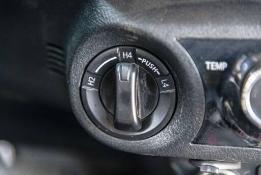 GIRSPAKEN ER BORTE: En bryter har erstattet andre girspaken for å veksle mellom to- og fire-hjulstrekk og lavserie. Foto: JAMIESON POTHECARY