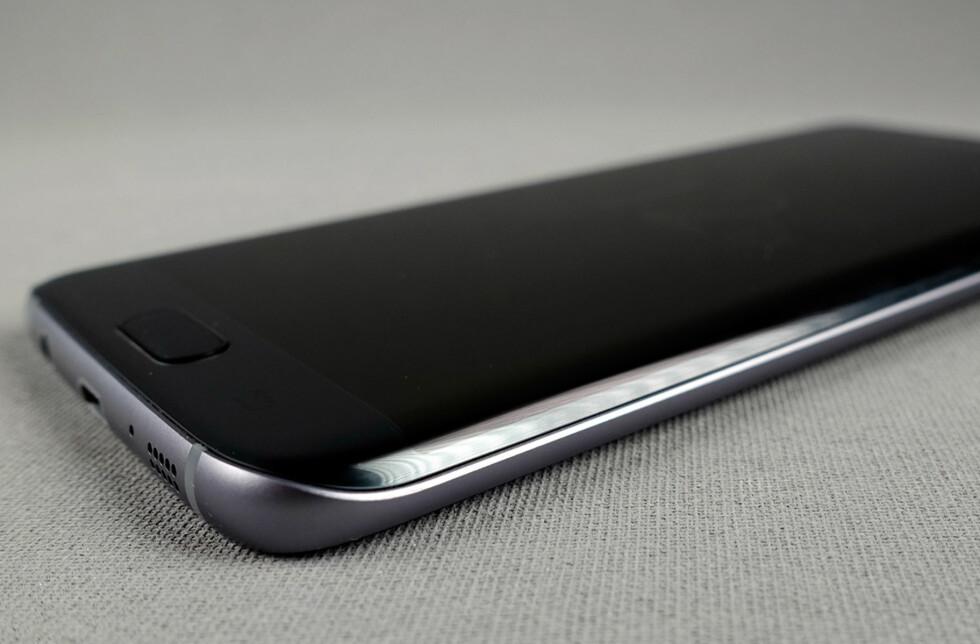 TOPPMODELLEN: Galaxy S7 Edge er Samsungs flaggskip denne våren. Foto: PÅL JOAKIM OLSEN