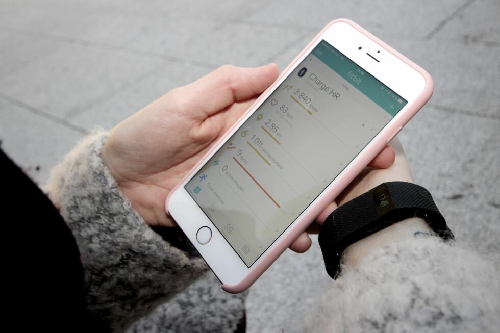 KAN BRUKES MED ALLE MOBILER: Fitbit-appen er tilgjengelig for både iPhone, Android og Windows Phone. Foto: OLE PETTER BAUGERØD STOKKE