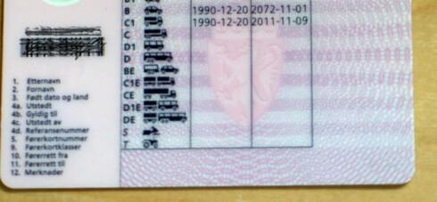 VÆR OBS: Sjekk nøye på utløpsdatoene, som står på baksiden av førerkortet. Foto: Illustrasjon