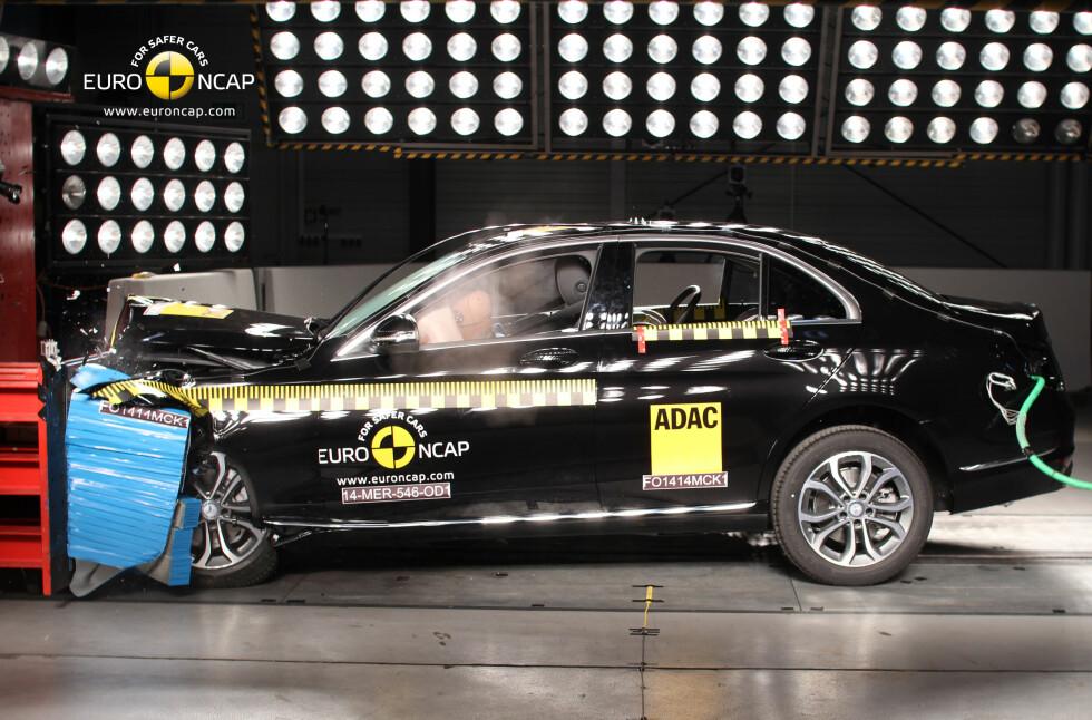 EURONCAP Gir bilene de tester opptil fem stjerner som beskriver hvor god sikkerheten er i bilen.  Foto: EURO NCAP