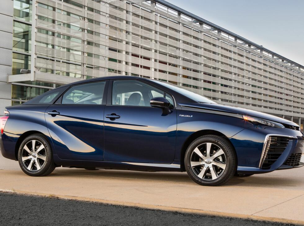 SNART PÅ PLASS: Den første Toyota Mirai kommer til landet i januar.  Foto: TOYOTA