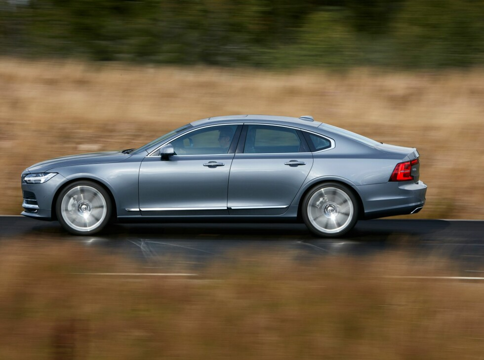 FLAGGSKIPET: Med nye S90 satser Volvo på toppmodellene først, og vil etterhvert vise mindre og mer folkelige modeller.