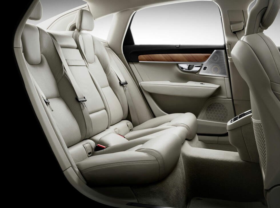 SKAPT FOR FIRE: Du sitter best i bilen dersom dere er fire. Baksetene består at to fullverdige sitteplasser.  Foto: VOLVO