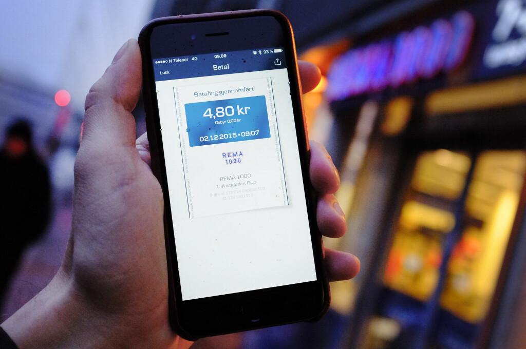 TESTA: Betaling med MobilePay på Rema 1000-butikk. Foto: OLE PETTER BAUGERØD STOKKE