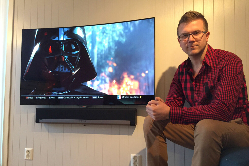 OPPLEVDE MARERITTET: Morten Knutsen opplevde at TVNorge-logoen brant seg fast i sin nye Oled-TV til 20.000 kroner. Foto: PRIVAT