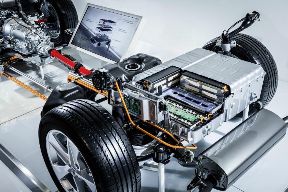 <strong><b>VEKT OG YTELSE:</strong></b> Ladbare hybrider bærer på tung teknologi, men fungerer til gjengjeld som en elbil på kortere avstander.  Foto: AUDI