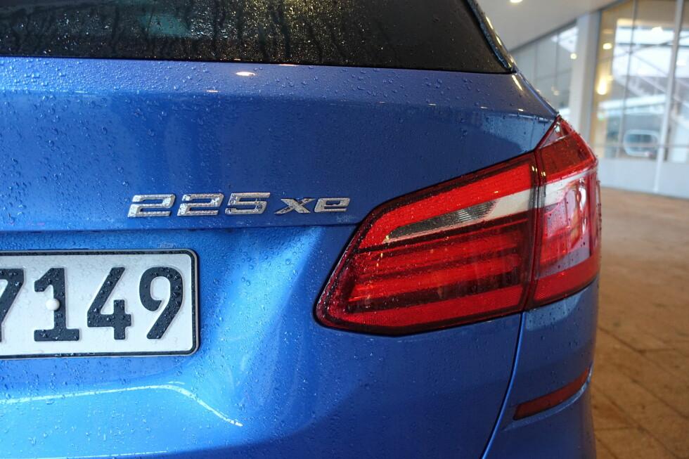 STIKKORDET: i navnet 225e betyr 25 høye ytelser, x betyr firehjulsdrift og e, at bilen har en elmotor. Foto: KNUT MOBERG