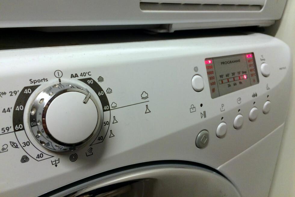 IKKE SÅ LETT: Det er fort gjort å bli forvirret av kontrollpanelet til en moderne vaskemaskin. Foto: KRISTIN SØRDAL