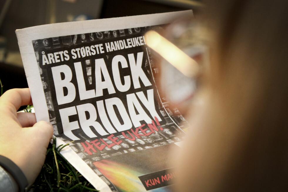 TILBUD: I dag er det Black Friday, og de fleste butikker slår på stortromma hva gjelder tilbudsvarer. Foto: OLE PETTER BAUGERØD STOKKE