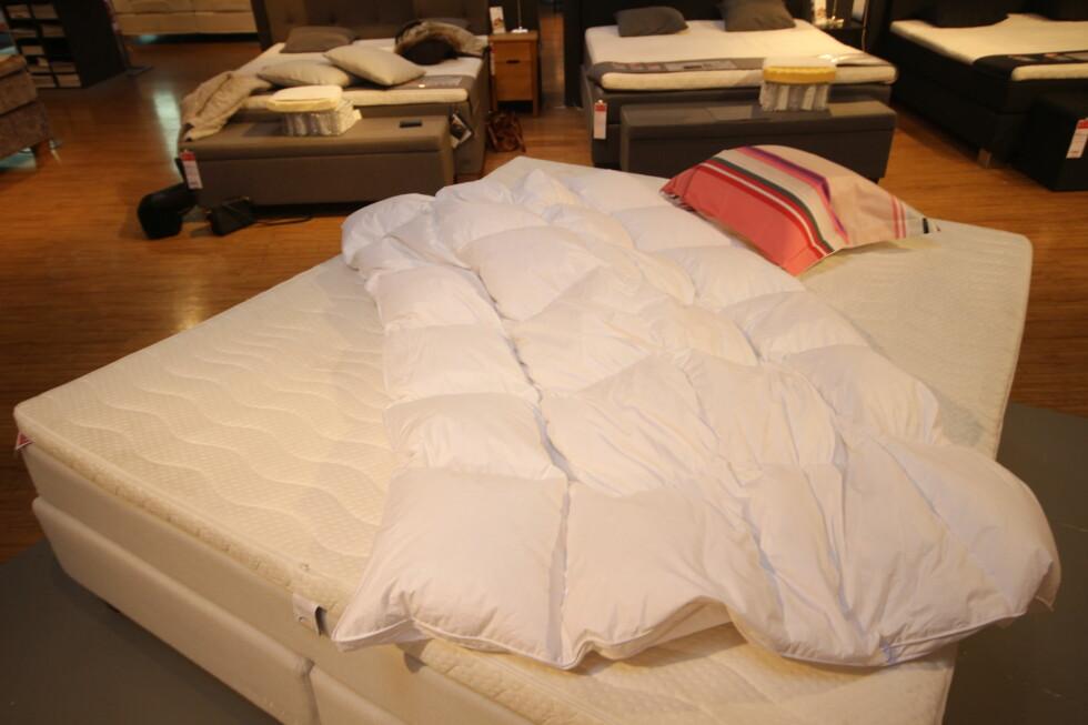 <strong><b> VÆR NØYE:</strong> </b> Hvilken dyne du velger kan ha mye å si for hvor godt du sover - så her gjelder det å finne riktig type til ditt behov. Foto: HANNA SIKKELAND
